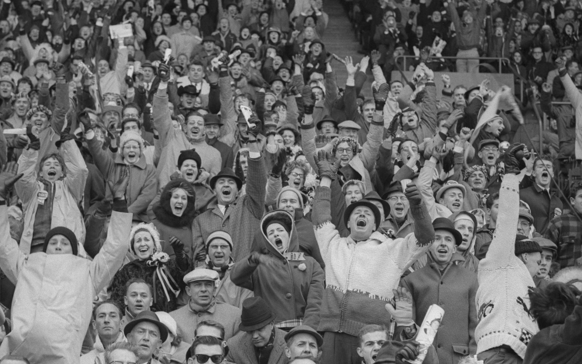 À Toronto, une foule enthousiaste assiste au match de football de la coupe Grey.